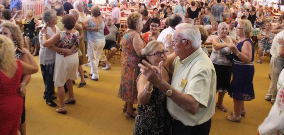Brazaletes morados en Feria contra la violencia machista y lgtbifóbica