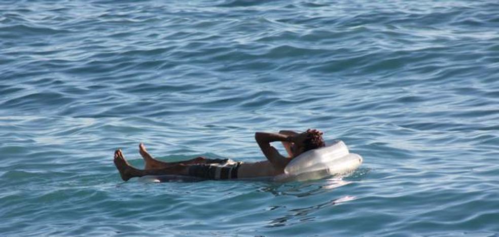 Se queda dormido sobre una colchoneta en la costa de Ucrania y despierta en Crimea