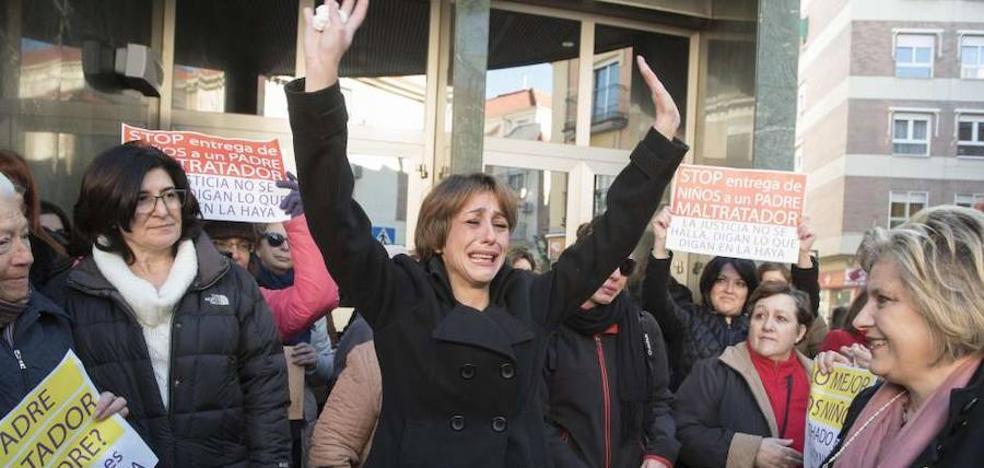 Concentraciones hoy en Granada y otras 13 ciudades en apoyo a Juana Rivas