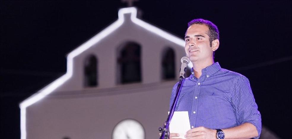 Fernández-Pacheco da inicio a las fiestas de Cabo de Gata