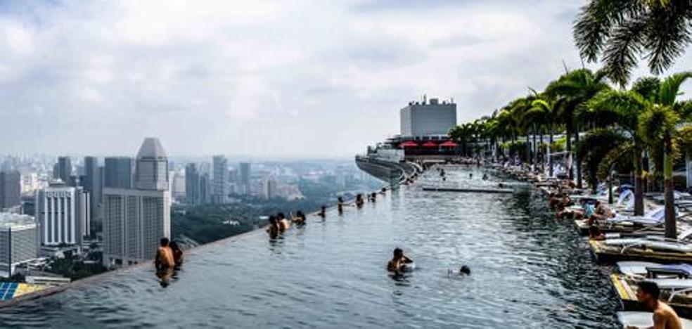 El placer de nadar en la piscina infinita más larga del mundo