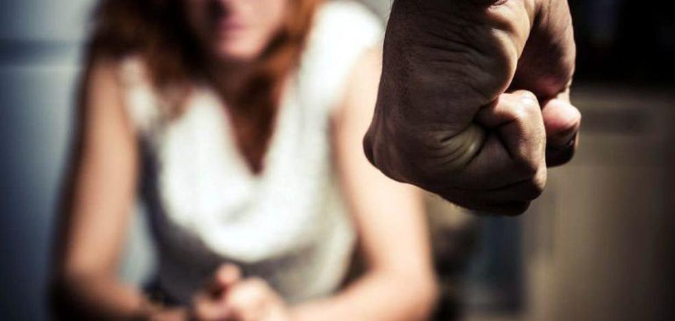 Un hombre viola a su compañera de piso y los 5 otros inquilinos no la ayudan
