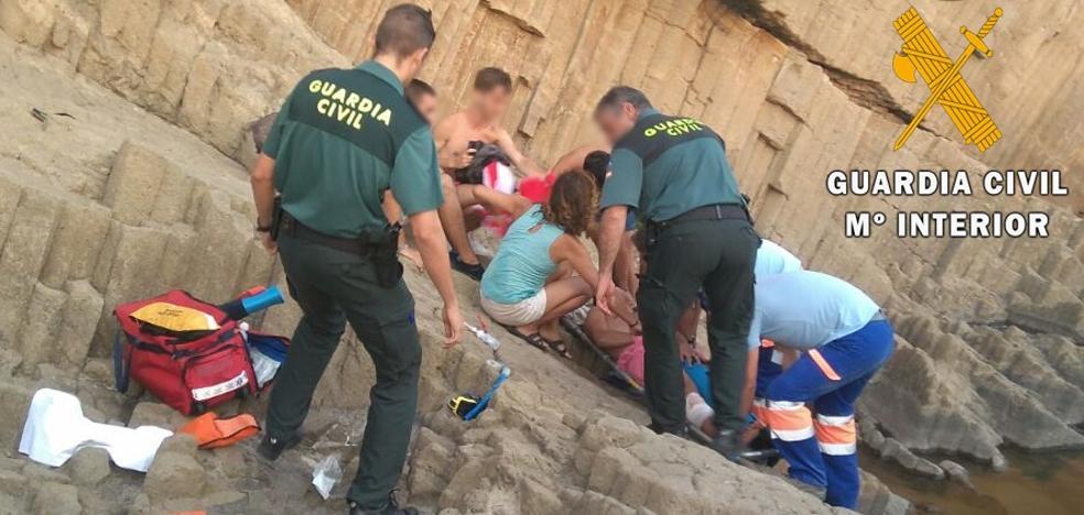 Auxiliados dos vecinos de Barcelona con lesiones leves y perdidos entre unas calas del Cabo de Gata