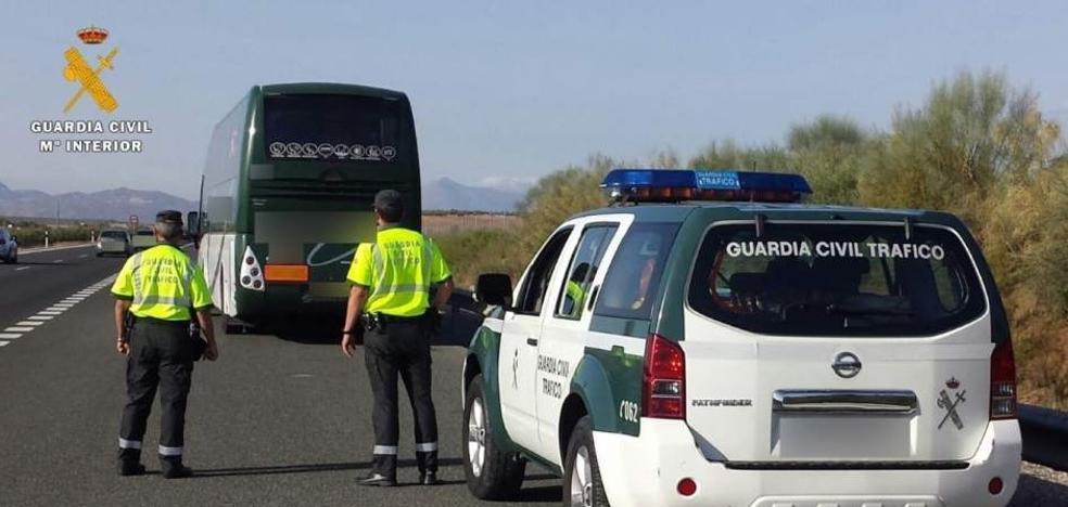 El conductor de un autobús con 60 pasajeros que iba drogado por Andalucía