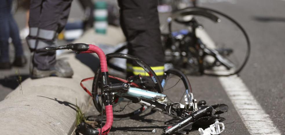 Un ciclista sin casco muere tras colisionar con un coche en Zaragoza