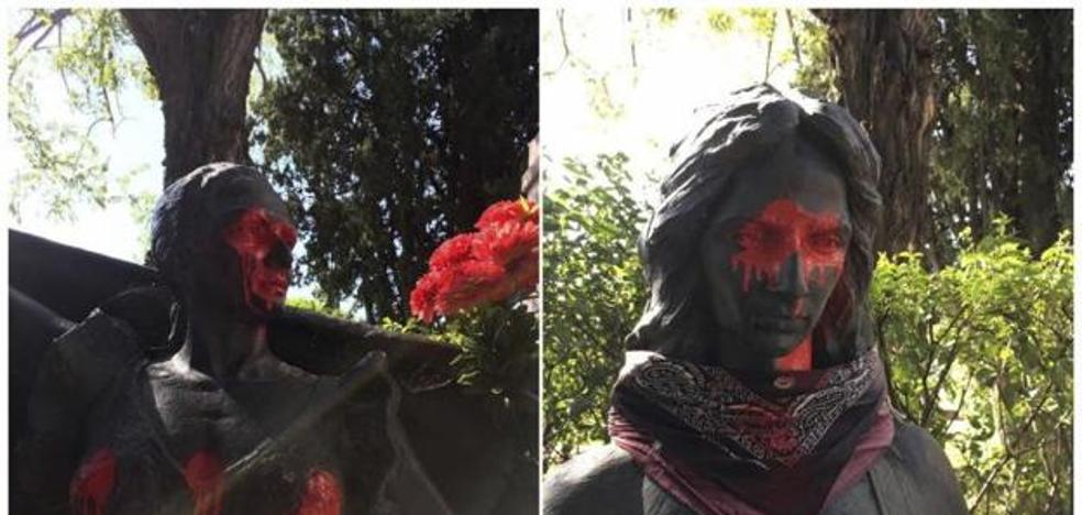 Indignación y pena de Lolita y Rosario, por la profanación de las estatuas de su madre y hermano