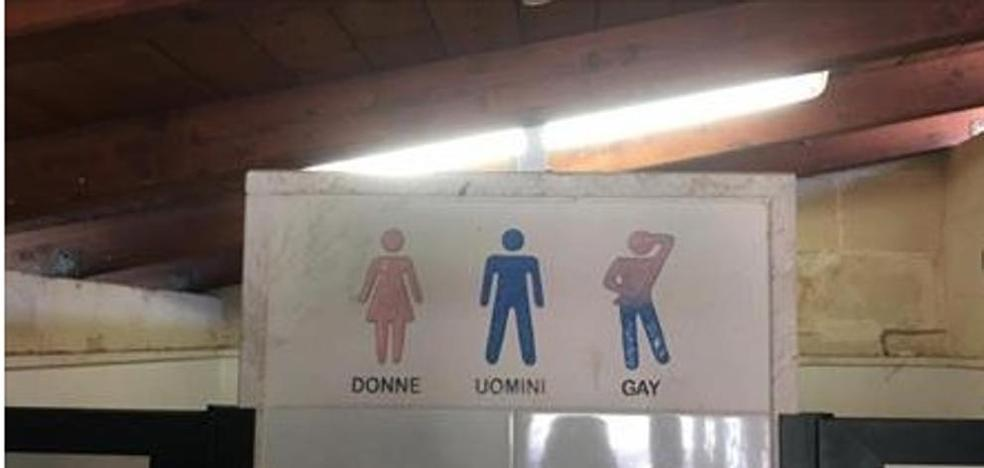 El polémico cartel de un lavabo: mujeres, hombres y gays