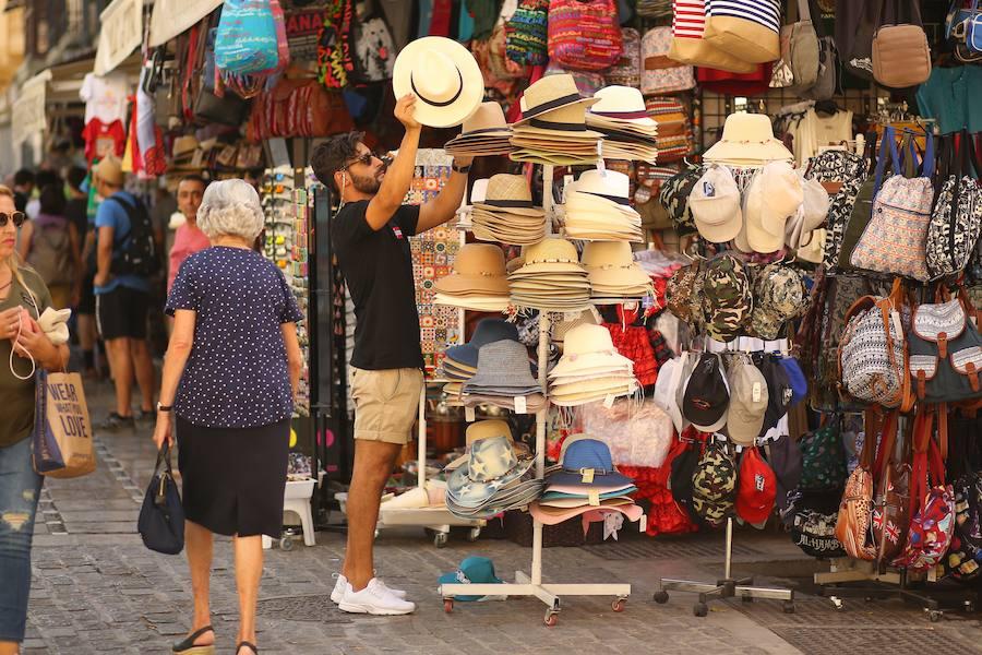Granada aguanta como puede el calor de agosto