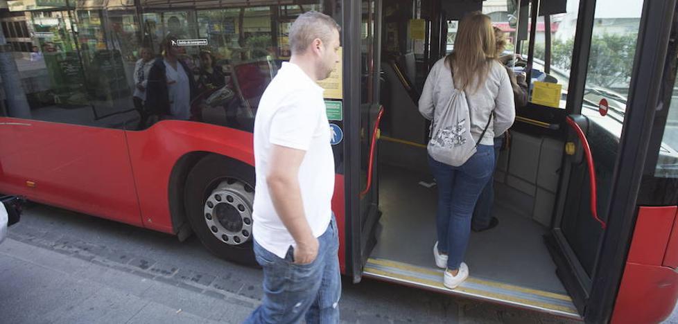 El Ayuntamiento quiere revisar dentro de un año las tarifas del autobús urbano