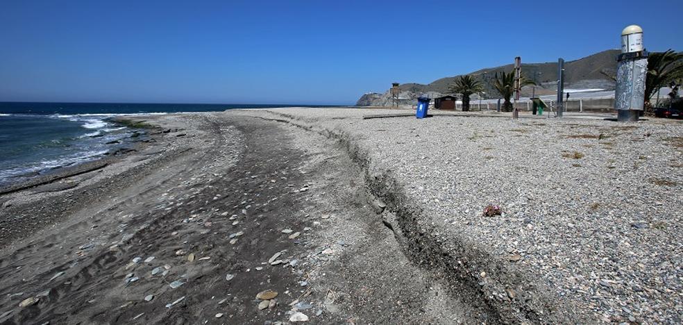 Buscan a una decena de inmigrantes que han llegado a la playa de la Chucha