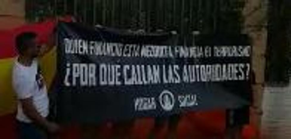 Un grupo de extrema derecha protagoniza un sabotaje a la Mezquita Mayor de Granada