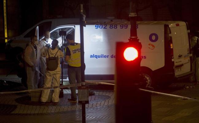 Identificado el español que apareció apuñalado en el vehículo que se saltó el control