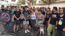 """Concentración """"contra el fascismo"""" en la Mezquita del Albaicín tras los altercados de ayer"""