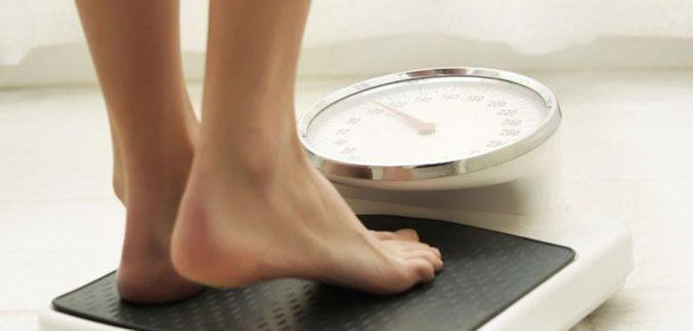 Este lunes todos pesaremos 1 kilo menos: ¿A qué se debe?