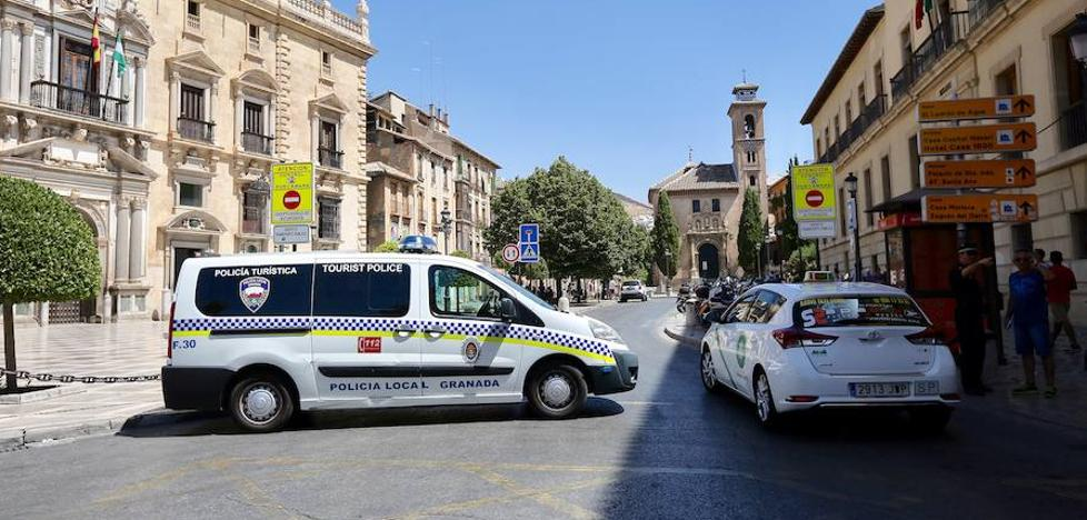 El Ayuntamiento de Granada aumentará el control con maceteros y coches de Policía Local