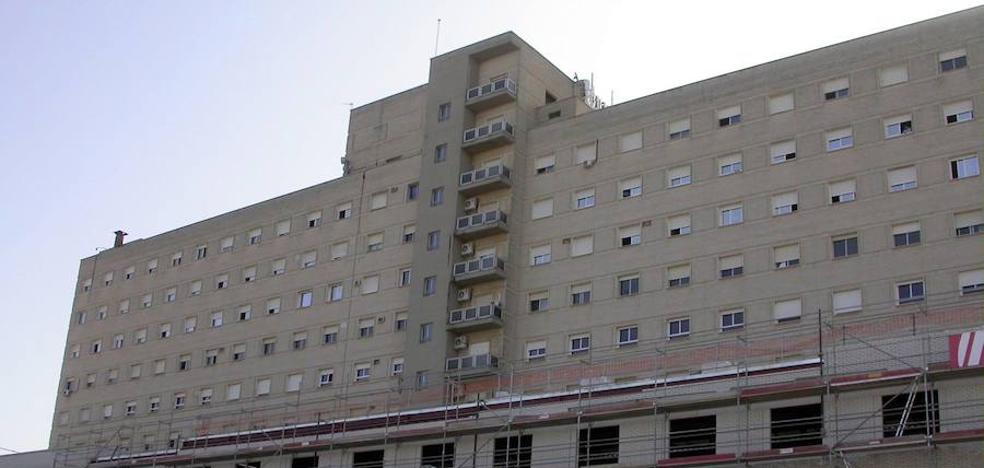 Una mujer que acababa de dar a luz muere seccionada por un ascensor en el hospital de Sevilla