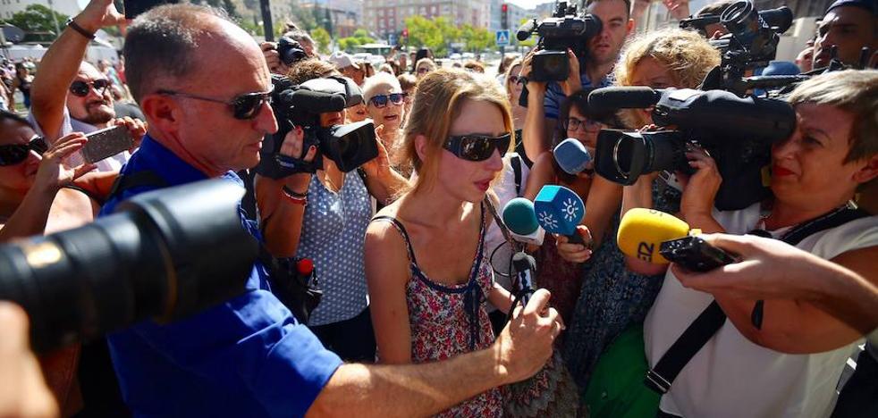 Juana Rivas, a la espera de ser interrogada por el juez de guardia