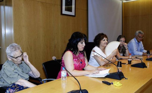 María Jesús Fernández Vílchez presenta su libro de poemas 'Soñador de versos'