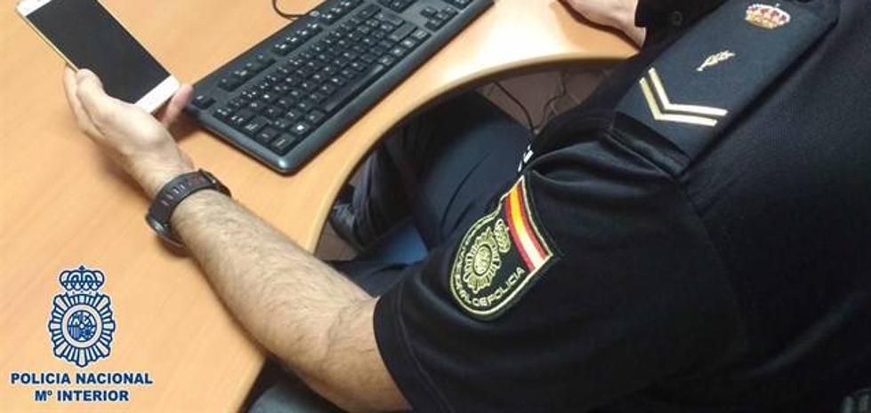 Detenido el dependiente de una tienda que grabó con su móvil por debajo de la falda de una clienta