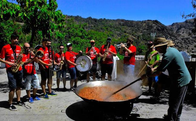 La localidad alpujarreña de Ferreirola celebra sus fiestas patronales en honor a la Santa Cruz