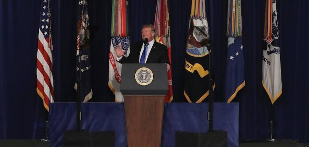 Trump descarta la retirada de Afganistán y los talibanes prometen «un cementerio» para EE UU