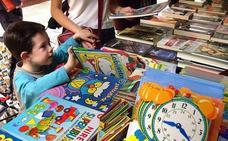 La Junta impulsa el fomento de la lectura en verano en nueve poblaciones a través del servicio de Bibliopiscina
