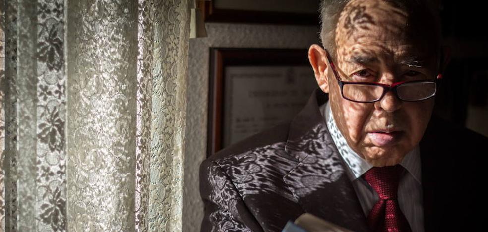 Cambil acoge la exposición 'Retratados' del periodista Jorge Pastor