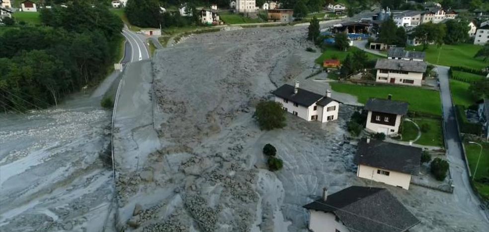 Ocho desaparecidos por un deslizamiento de tierras en los Alpes suizos
