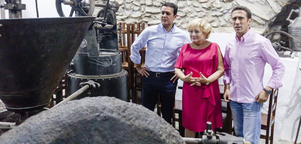 García pregona las fiestas y destaca Laroya como ejemplo de turismo interior de la provincia