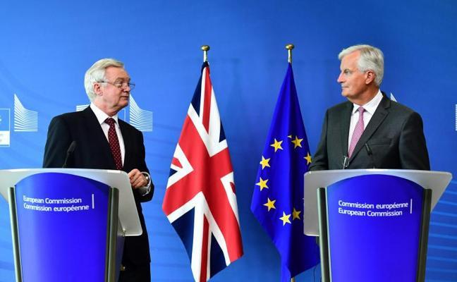 La UE pide al Reino Unido más claridad para acelerar la negociación del brexit
