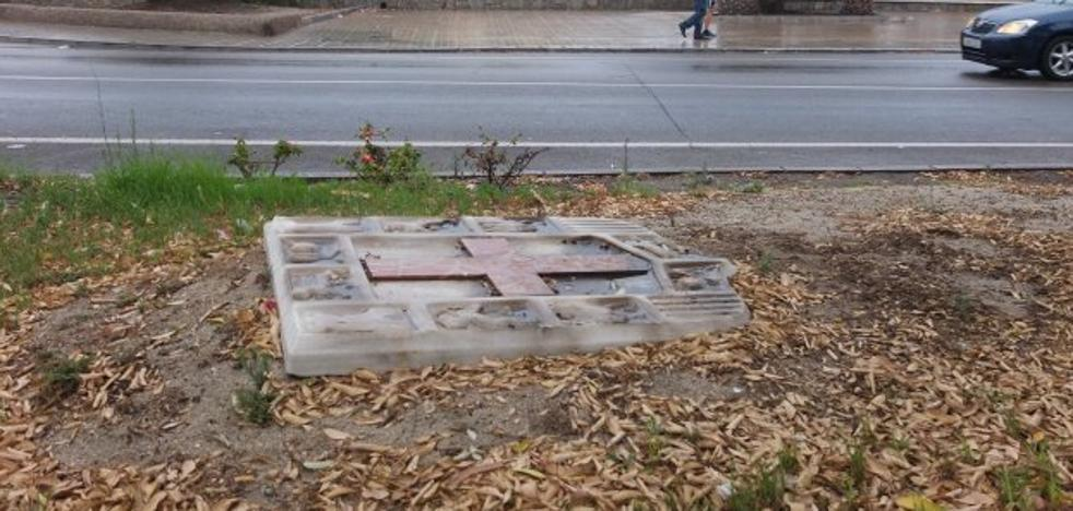 Vecinos de Pescadería encuentran el escudo de la ciudad abandonado en una mediana de su barrio