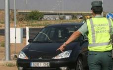 Una conductora patea a un policía e intenta morder a otro para no someterse al test de drogas