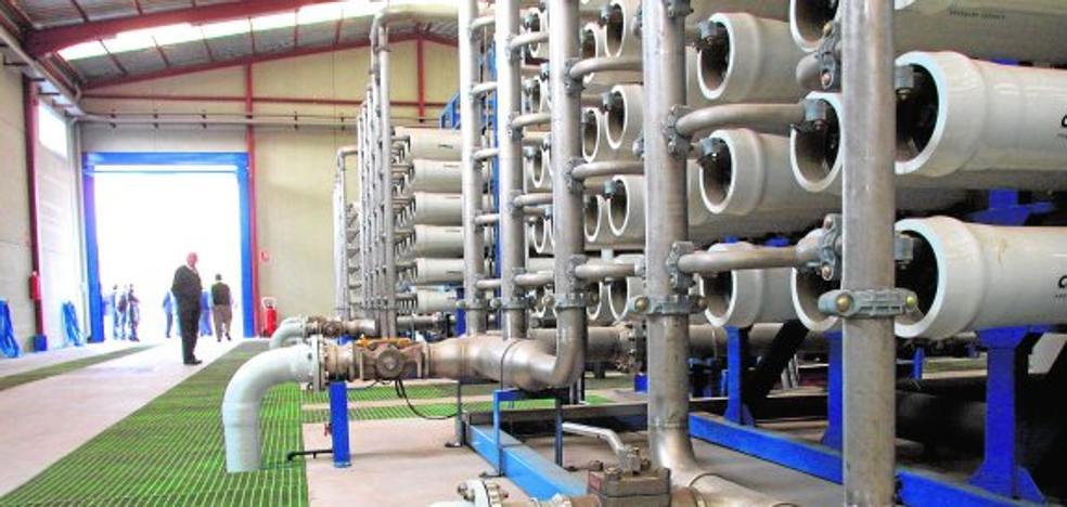 La Junta de Andalucía exige que termine las obras para atajar la sequía y que se bonifique el agua desalada