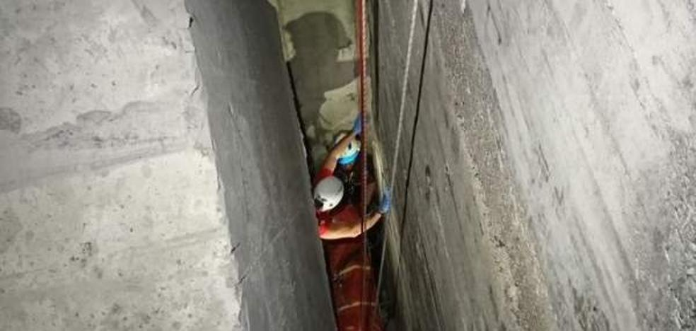 La angustia de un niño que cayó entre bloques de hormigón desde un espigón