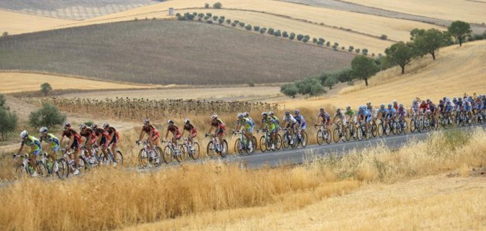 Diseñan un dispositivo especial del Infoca para el paso de la Vuelta Ciclista a España