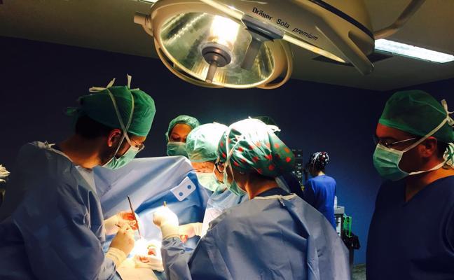 En los hospitales de Almería se realizan más de 5 operaciones cada hora