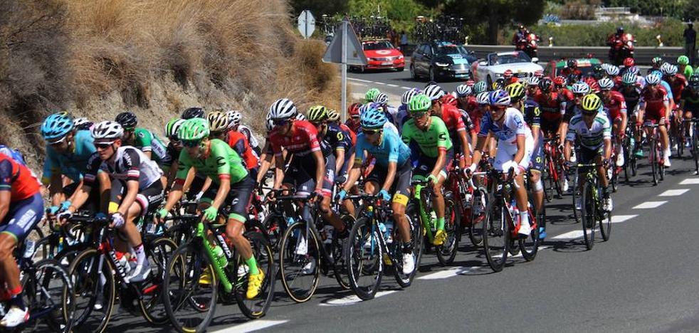 Espectacular paso de la Vuelta por Almuñécar y La Herradura