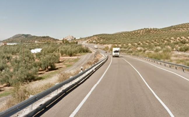 Un fallecido y dos mujeres heridas al colisionar dos turismos en Alcaudete