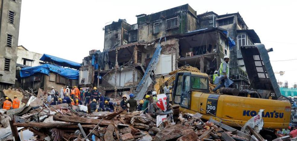 Aumenta a 34 la cifra de muertos por el derrumbe de un edificio en Bombay