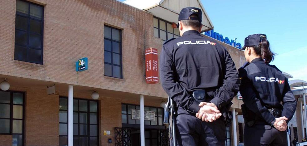 Ocho detenidos en el puerto de Almería, uno por reclamación de agresión sexual