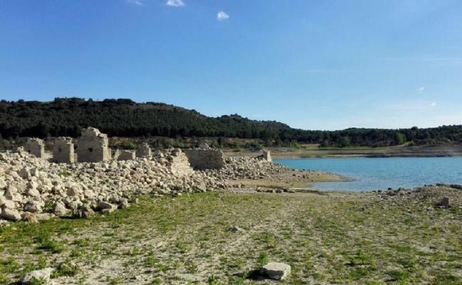 La sequía hace aflorar en Guadalajara el Real Sitio del Balneario de La Isabela