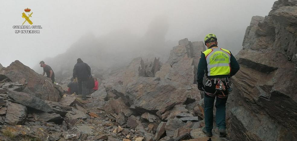18 montañeros rescatados entre la niebla de Sierra Nevada