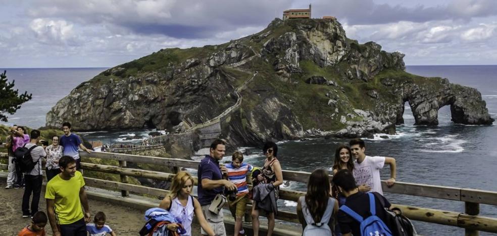 Los turistas colapsan Gaztelugatxe por el efecto 'Juego de Tronos'