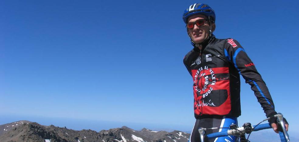 La familia del montañero granadino accidentado en los Alpes pide posponer los homenajes hasta su rescate