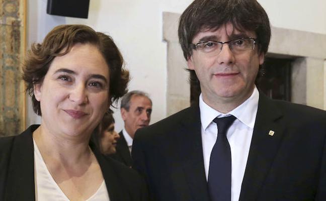Colau da largas a Puigdemont con la cesión de locales para la consulta
