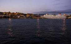 Remolcan un ferry con 1.668 pasajeros a Nador tras un conato de incendio