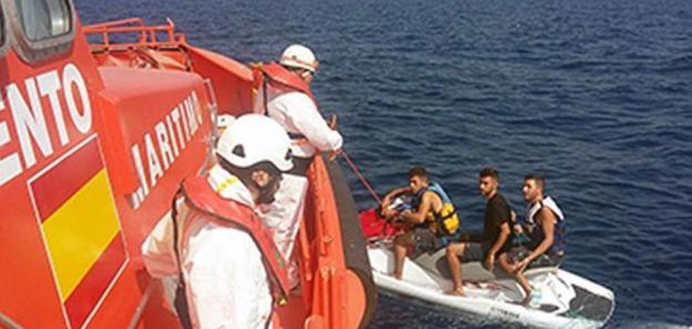 Las mafias cambian las pateras por motos acuáticas para pasar a los inmigrantes