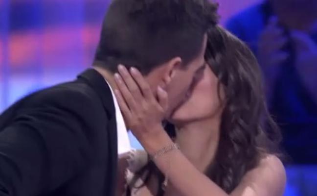 El emotivo beso en pleno directo de 'Pasapalabra' revoluciona las redes
