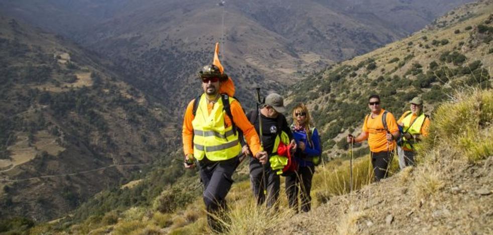 Cien montañeros homenajean a la primera víctima de los terroristas de ETA en Granada