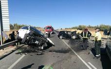 Una fallecida y dos hombres y un bebé heridos en un accidente en Linares
